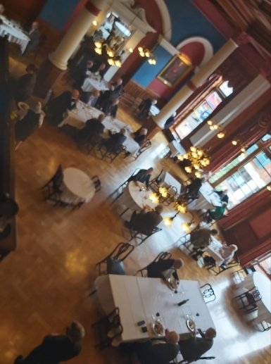 Blurry dining room2 385x518